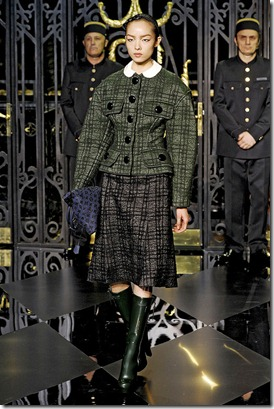 Louis-vuitton-FALL-2011-RTW-podium-021_runway