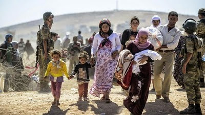 Syrian Kurds cross the border under the watch of Turkish forces