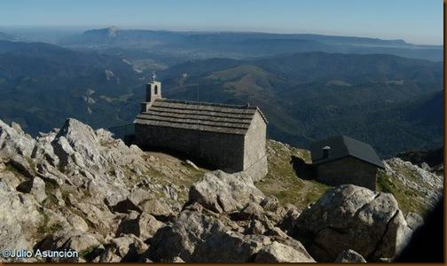 Ermita y refugio de Aizkorri - Gipuzkoa