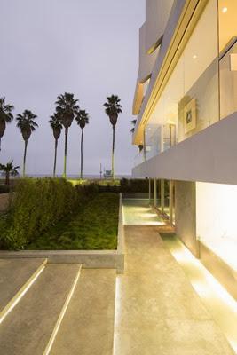 fachada-casa-de-playa-minimalista