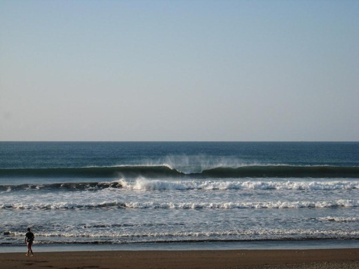 Camaronal_Beach_Pumping_Wave