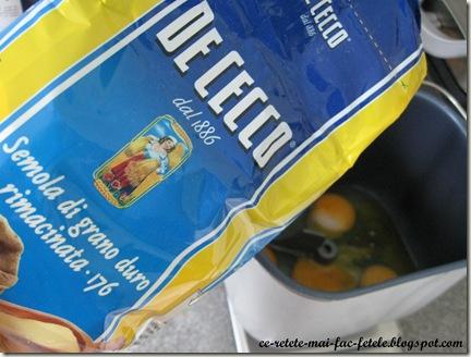 Aluat pentru paste de casă - framantam ingredientele la masina sau la mana