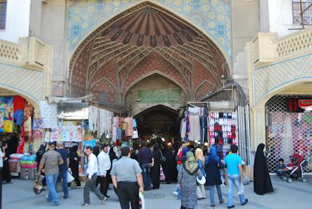 Shopping Iran: intrarea in Marele Bazar Teheran