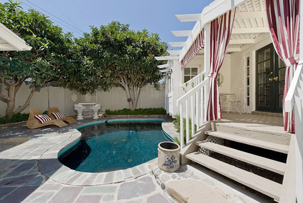 west-hollywood-bungalow-pool