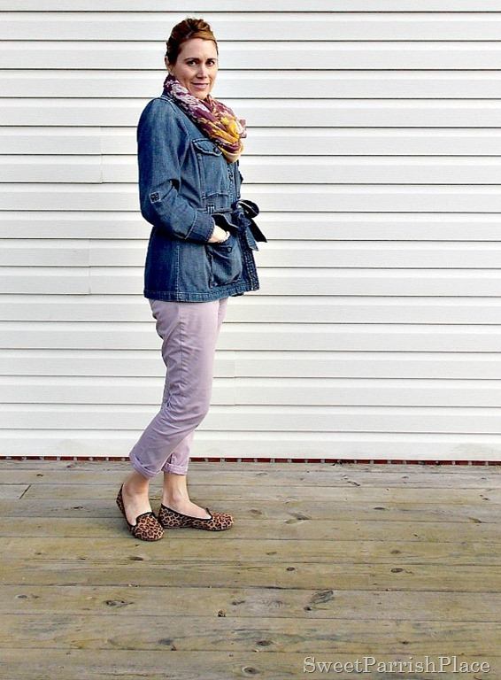 Purple cropped pants, denim jacket, leopard shoes3