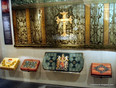 Queen's pew cushions