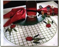 toalhas com rosas vermelhas no meio foto