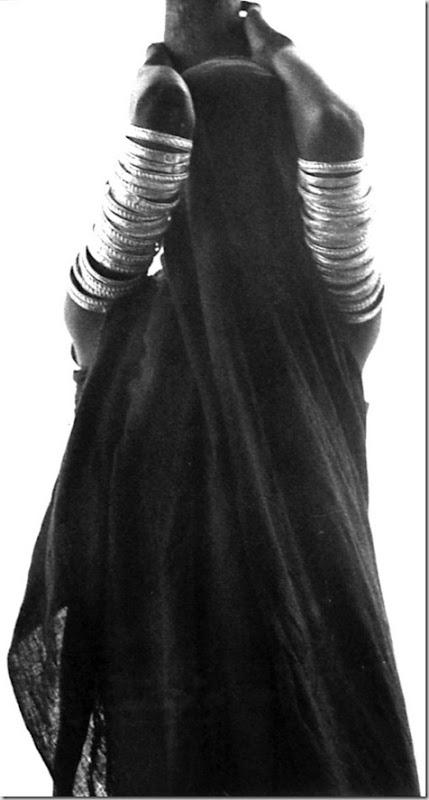 1Ricciardi Black veiled Orma woman
