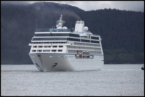 Cruise-Ship-Leaving-3