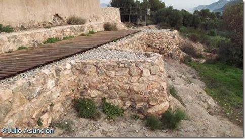 Terraza amurallada - lugar de ofrendas y altares secundarios - Santuario ibero de la Luz - Murcia