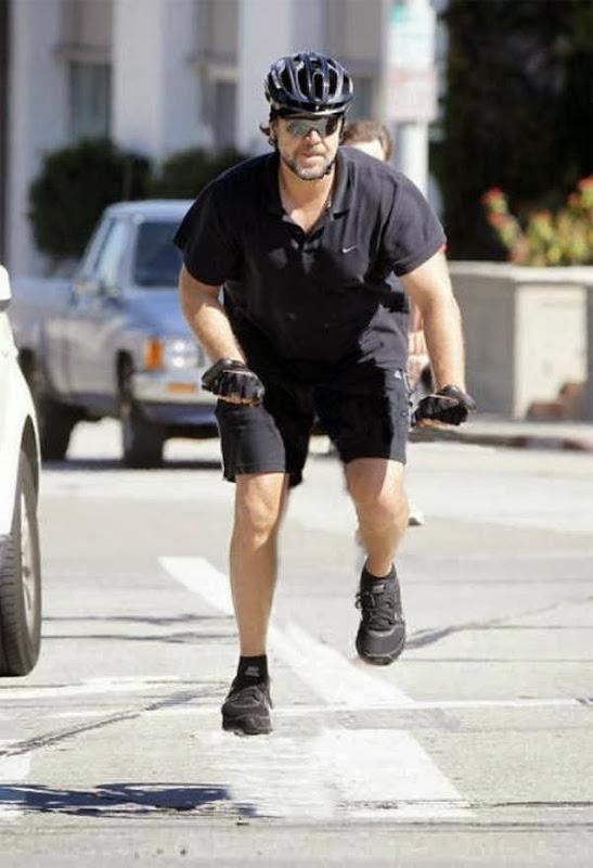Pessoas andando em bicicleta invisíveis 15