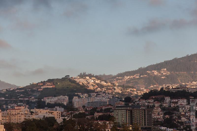 18. Февраль. Мадейра. Канатная дорога. Фуншал. Небо, облака, так красиво что небо было не пустым.