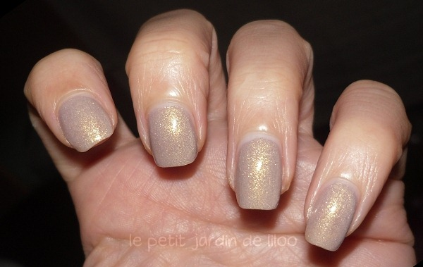 02-essence-irreplaceable-nail-polish