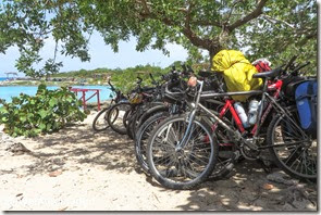 Bikes estacionadas em Caleta Buena