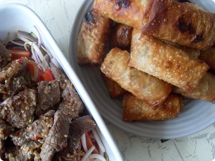 Thairuller og Oksekødssalat