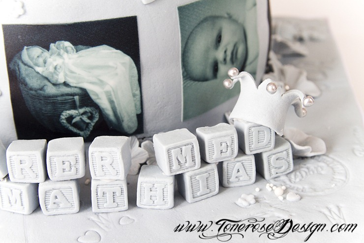 Dåpskake med prinsen i dåpskjole i kurv - modelert i marsipan - barnedåp - marsipankake