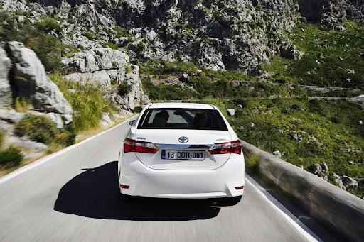 2014-Toyota-Corolla-15.jpg