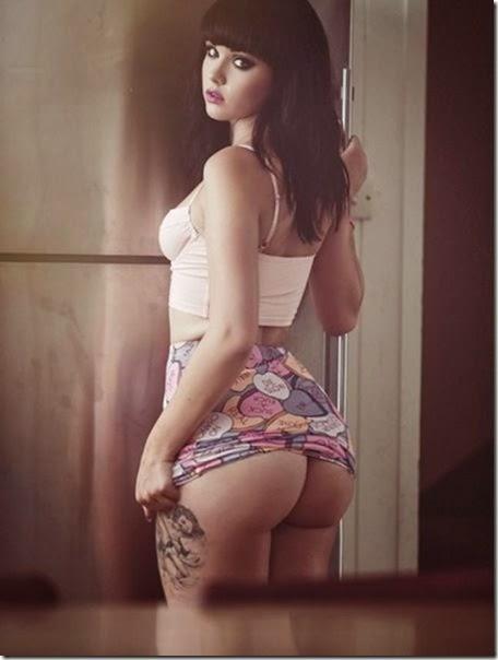 hot-tattooed-women-043