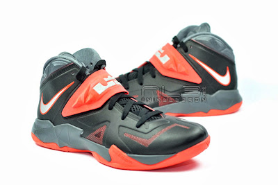 lebrons soldier7 black red 07 web The Showcase: NIKE SOLDIER 7 Miami Heat Away Edition