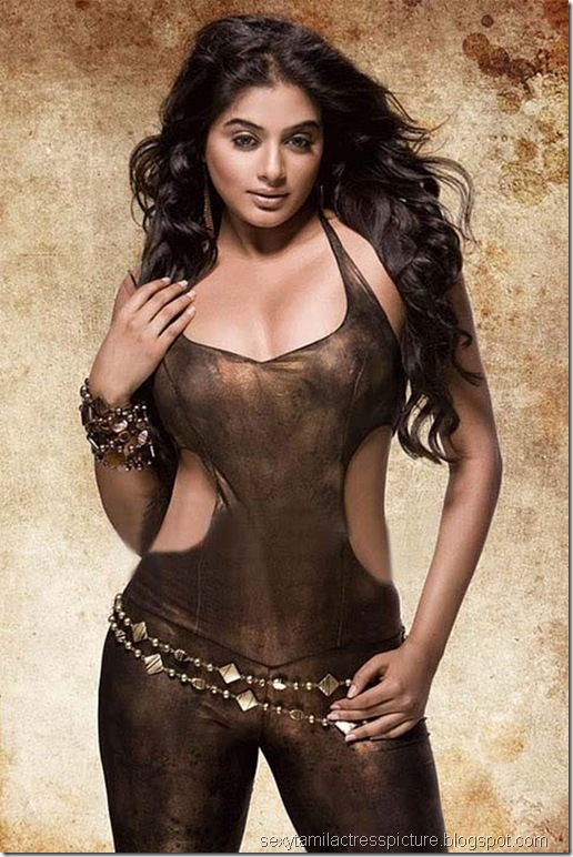 actress_priyamani_sexy_thigh_hot_look