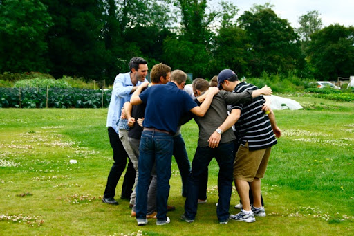 The Brits huddle.