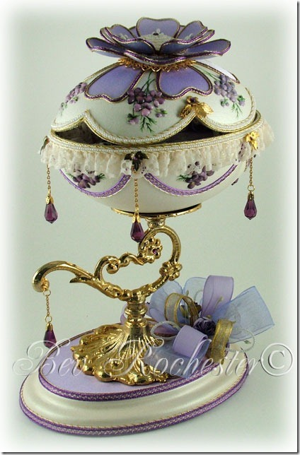 Bev-Rochester-Lilac-and-Lavender-Faberge-egg