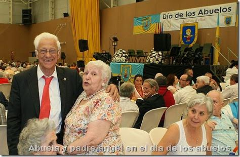 Abuela y padre angel en el dia de los abuelos