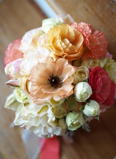 Bouquet-Mixed-flowers-in-coral-tones- alluring blooms