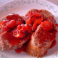 Pecan-Coated French Toast With Berry Sauce
