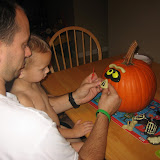 Decorating pumpkins 10-24-11 (1).JPG