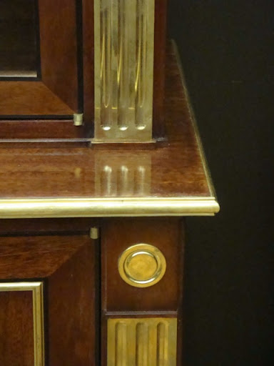 More gold detailing - the contrast with brown wood here is so rich and warm–perfect autumn shades.