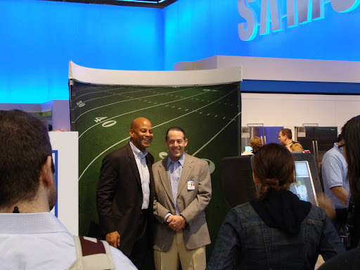 Hey, that's Former SF 49er Ronnie Lott at the Samsung booth.