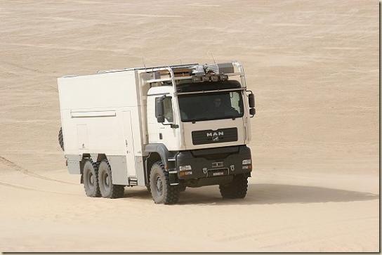 Traverser le désert en camion UNICAT TGA 6 × 6 (25)