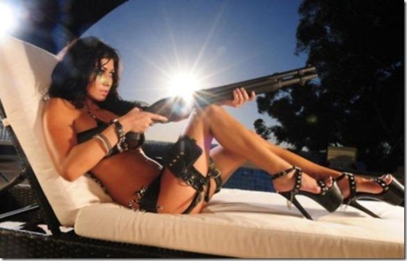 hot-women-guns-31