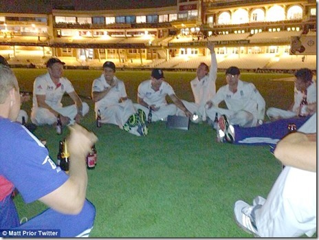 english_team_peeing_at_the_oval_pitch