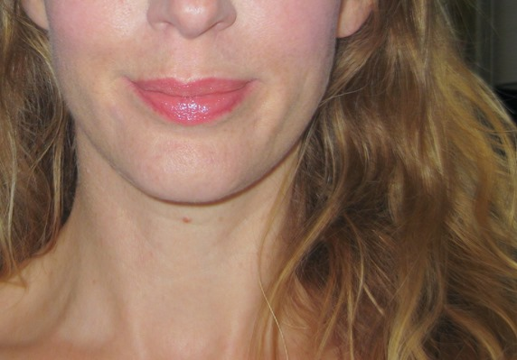Vaseline-Paint-the-Town-Red-applied-on-lips