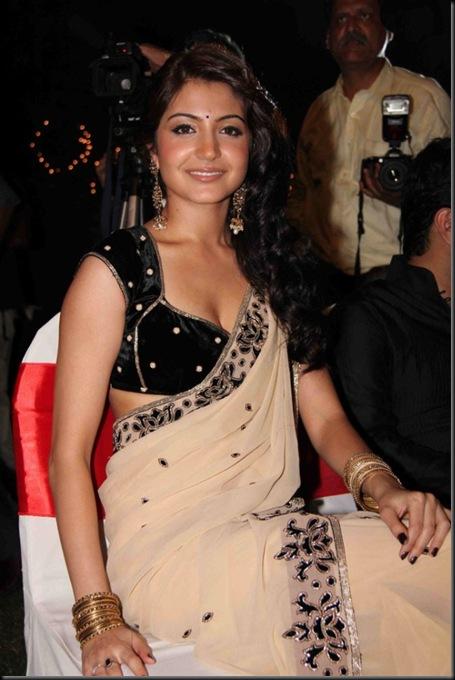 Hot-Anushka-Sharma-04
