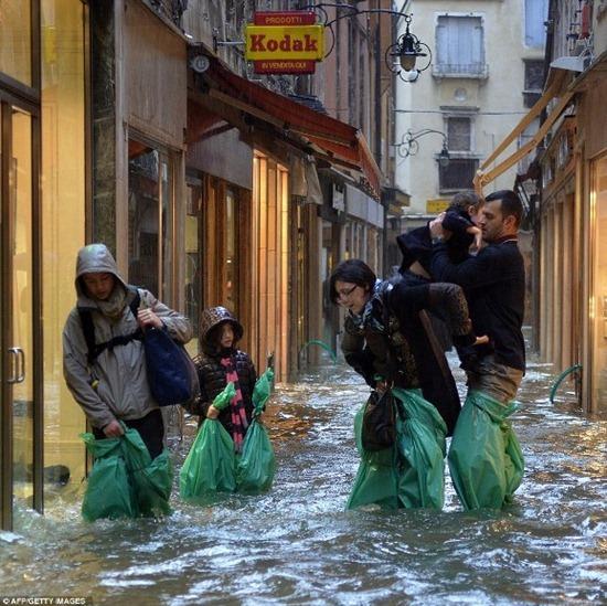 Veneza - enchente (9)