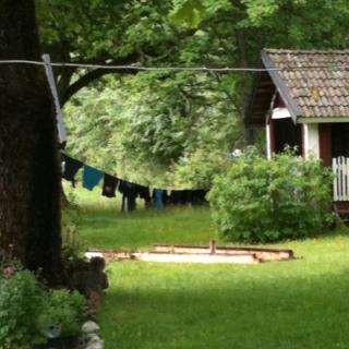 Imorse när vi vaknade regnade det. Tvätten som hade hängt ute hela natten var inte precis torrare. Men tyngre.