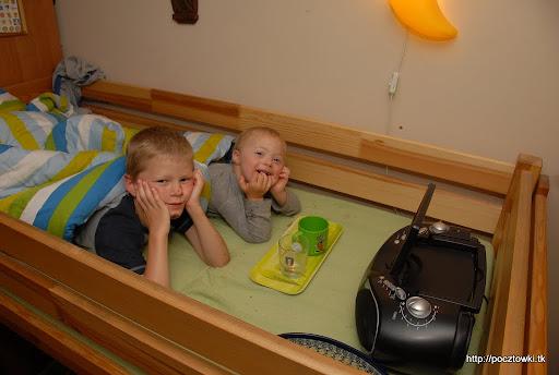A tak spędziliśmy wieczór w dzień dziecka - chrupki ryżowe, ciasteczka i WALL-E w łóżku - full wypas i zabawa na całego!
