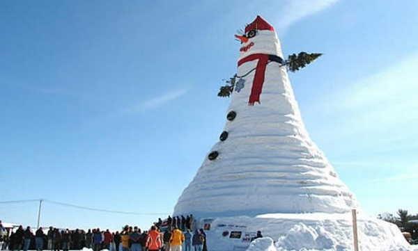 O mais alto boneco de neve do mundo