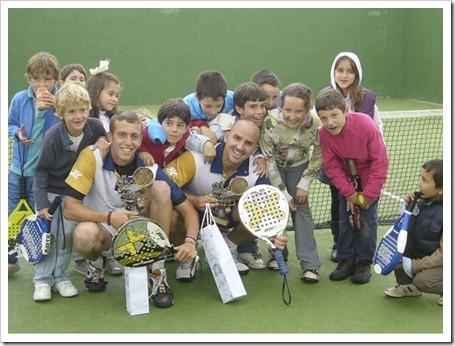 Éxito del 1er Torneo de Pádel Infantil MRP en Madrid. El equipo NOX-MRP y su cantera.
