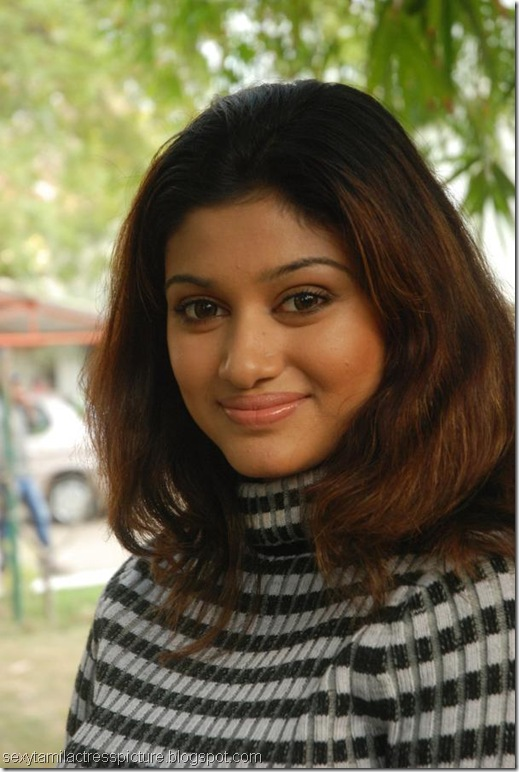 cute-oviya-hot-tight-shirt-images