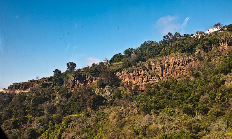 8. Эта канатка идёт как буд-то по каньону. Канатная дорога. Фуншал. Мадейра. Португалия. Круиз на Costa ConCordia.
