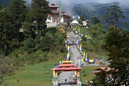 Obiective turistice Bhutan: manastire Dochu La