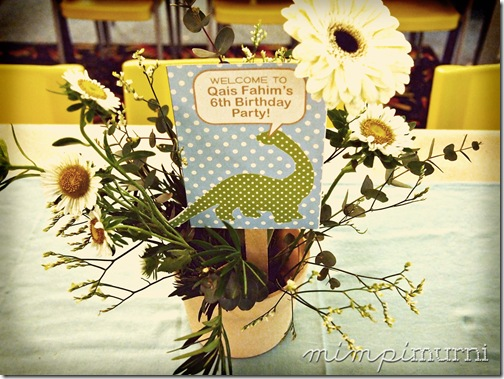 floral arrangement by Vanilla Floral Studio. signs designed by me.