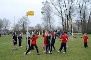 Schoolkorfbaltoernooi ochtend 17-4-2013 334.JPG