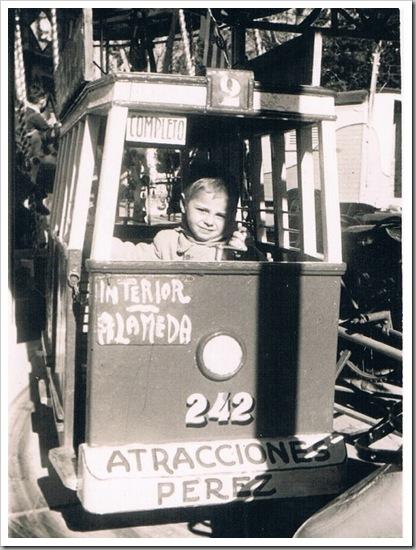 Feria de Valencia. Atracción, tranvía. 1951