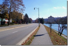 Fort Lee marker in Charleston, West Virginia looking east on Kanawha Boulevard  (Click any photo to enlarge)