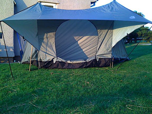 Nice wide-open front to the tent gives an authentic 'baker tent' feel, even in this small one-man tent, which is a real achievement.